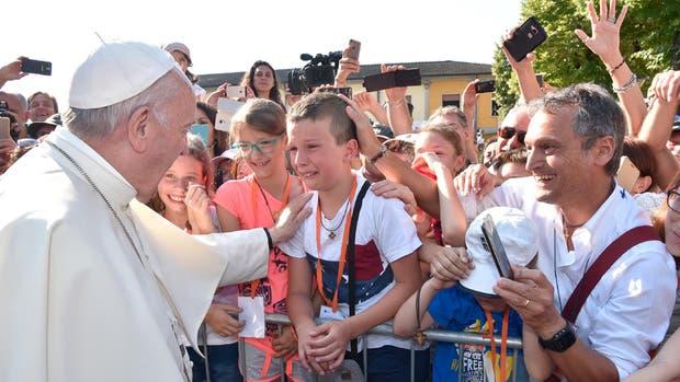 El Papa visitó ayer la localidad de Bozzolo, en Lombardía