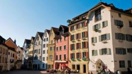 La política antibélica de Suiza ha permitido preservar sitios históricos como los de Chur, la ciudad más antigua del país
