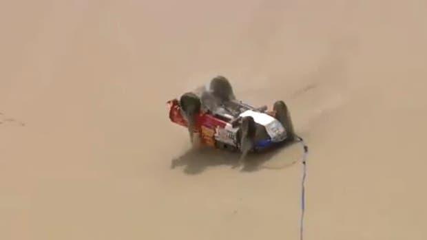 Pidió ayuda pero terminó dando nueve vuelcos — Dakar