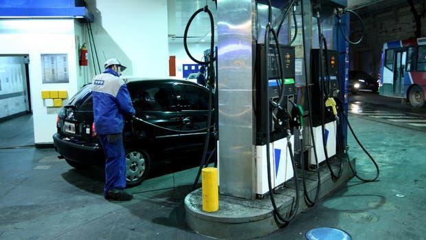 YPF bajó 1,5% las naftas