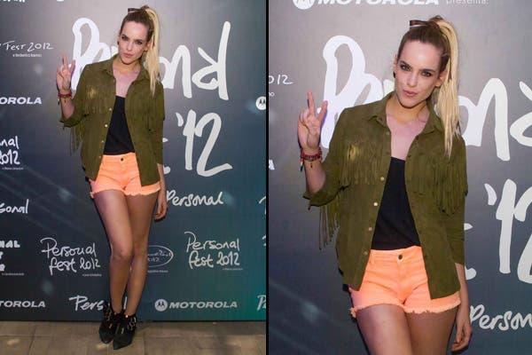 La modelo Emilia Claudeville fue con un look un toque rocker a la apertura del Personal Fest. Shorts, musculosa y campera con flecos. En los pies; botitas negras. Foto: Gentileza Urban PR