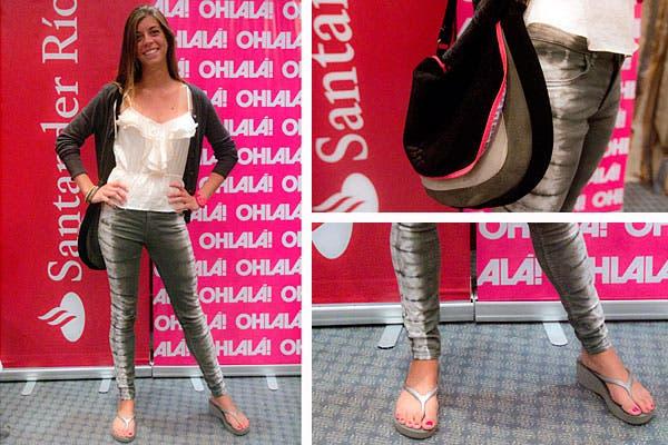 Jeans en distintos tonos de grises, musculosa con volados, saquito negro y cartera con detalles en flúo. Foto: Matías Aimar
