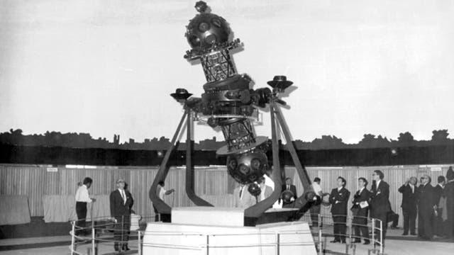 El 19 de diciembre de 1966, casi seis meses antes de su apertura oficial, el Planetario abrió sus puertas para recibir un evento por los 150 a?os de la independencia de la Argentina. En esa oportunidad aún no estaban las butacas y quienes presenciaron las proyecciones lo hicieron de pie.