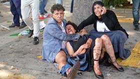 Las víctimas quedaron tiradas en el piso esperando por ayuda