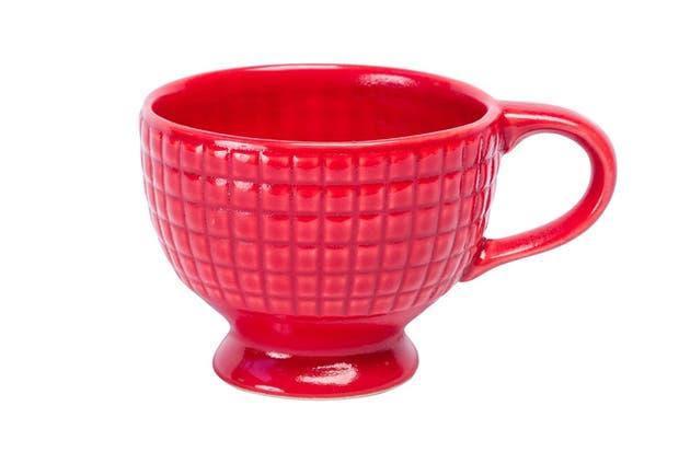Taza cuadrillé en rojo (Bartolomea, $117).