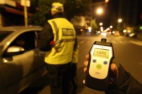 Es muy difícil calcular con cuántos vasos de alcohol se alcanza el límite legal permitido para conducir