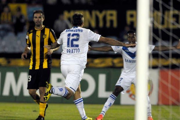 Pratto le dio un triunfo agónico a Vélez en Montevideo