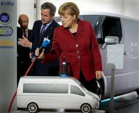 Merkel, una de las mayores defensoras de la austeridad, inauguró una conferencia de electromovilidad