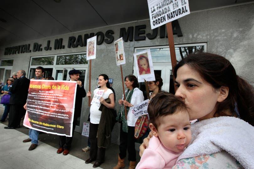El hospital Ramos Mejía, el martes pasado, cuando se suspendió el aborto que se le iba a practicar a una mujer, que fue violada