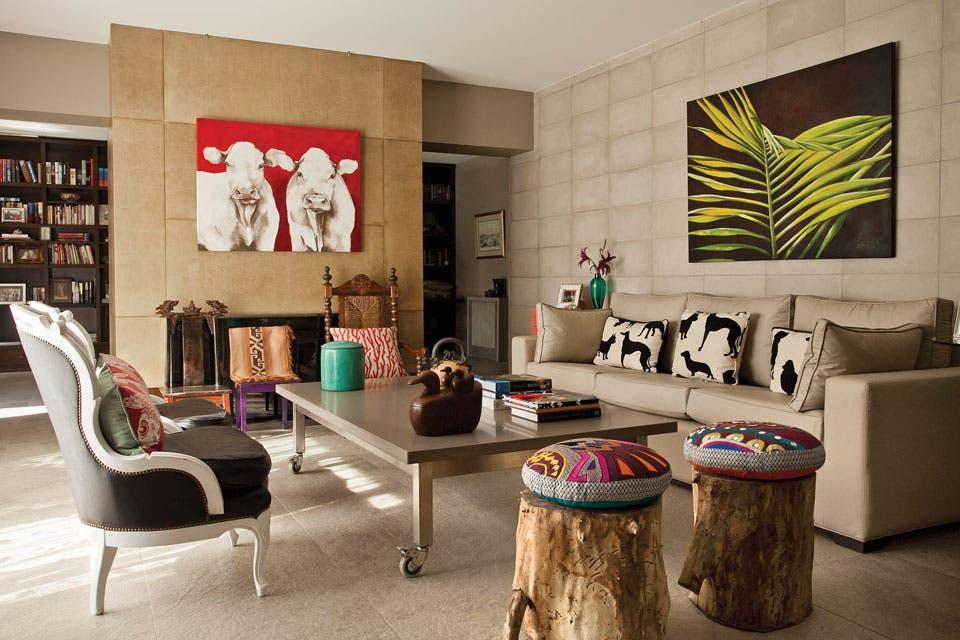 Una base neutra cobra vida a través de pequeñas cuotas de color en cuadros, almohadones y adornos.  Foto:Living /Archivo LIVING