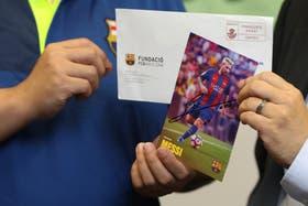 Una prueba: la foto autografiada de Messi