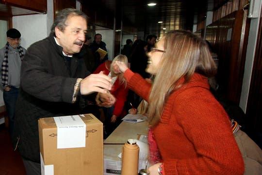 Ricardo Alfonsín votó en la escuela municipal Juan Galo de Lavalle, Chascomús. Foto: DyN
