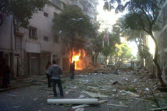 Fuerte explosión en un edificio de Rosario. Foto: @Favita_