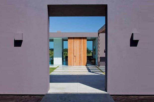 adems de proteger la casa de los distintos agentes atmosfricos los exteriores tambin cumplen la funcin de decorar y en ese sentido