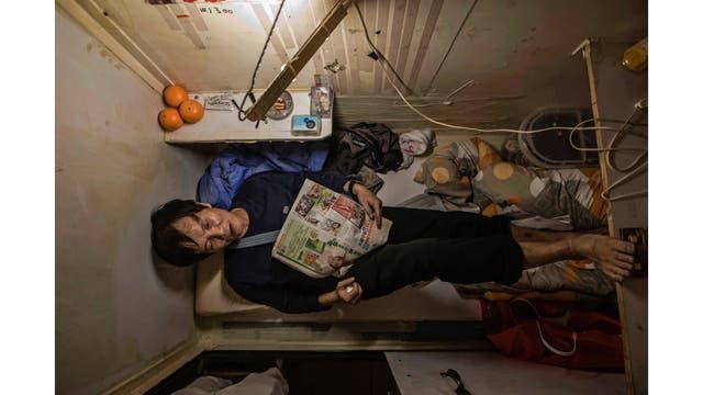 Un residente que sólo dio su apellido Yeung descansa