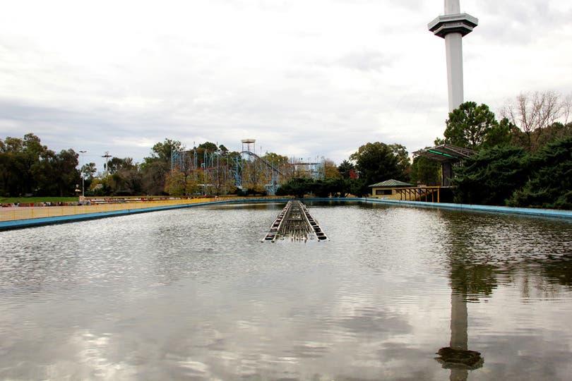 Fuente de aguas danzantes donde se realizaban shows; tiene 100 mts de largo y un valor de u$s 2,7 millones; la torre se ve detrás. Foto: LA NACION / Mauricio Giambartolomei
