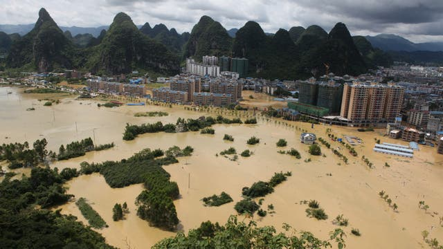 Una vista de Liuzhou, Guangxi inundada