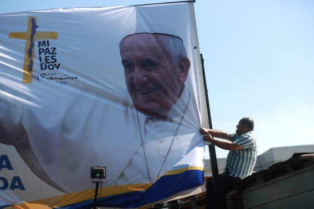 Colocación de carteles en Santiago