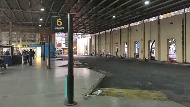 La terminal de La Plata sin colectivos