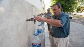 En el 2014 vecinos de 9 de Julio buscaban agua sin arsénico en una planta potabilizadora. El agua con arsénico no tiene olor ni color
