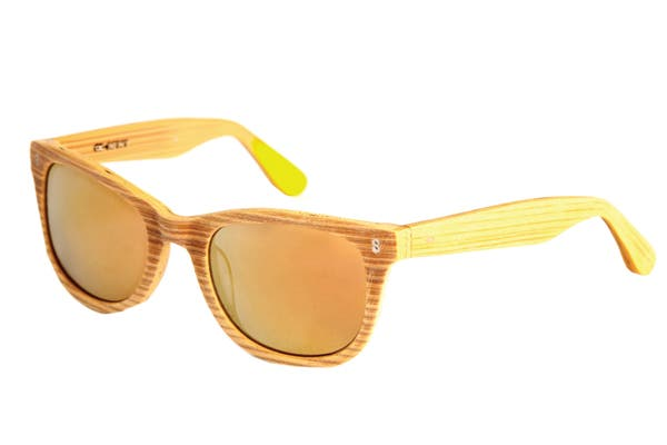 Gafas trendy (infinit, $1500). Parecen de madera.