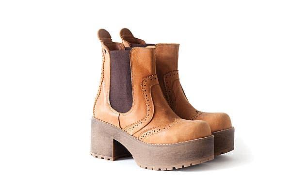 Zapatos en cuero y plataforma (Blaqué). Foto: Erika Rojas. Coordinación y producción de producto: Josefina Rivero