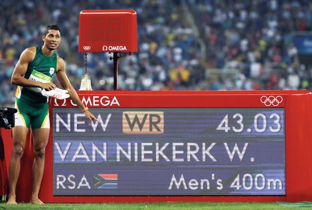 Wayde van Niekerk sumó este año el récord mundial de 300 metros planos a su histórica marca de los 400 metros hace un año en Río 2016