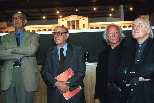 Inauguración de la Bienal de Arquitectura en Bellas Artes, con César Pelli y Hans Hollein. Foto: Archivo