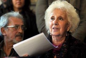 Estela de Carlotto durante la conferencia de prensa que brindó hoy tras la muerte de Jorge Rafael Videla
