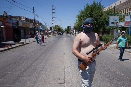 La furia, el descontrol y el vandalismo se apoderaron de Córdoba, cuando, por una protesta policial, las calles quedaron sin seguridad. Foto: LA NACION / Diego Lima