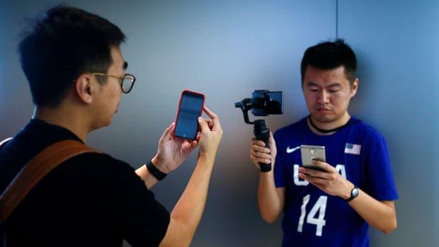 Acampan para tener primero el iPhone 7