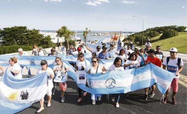 Armada Argentina recibe a familiares de tripulantes de submarino desaparecido