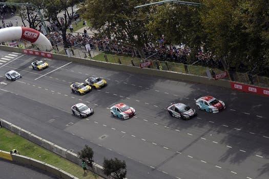 Los autos en la Avenida Libertador. Foto: AFP