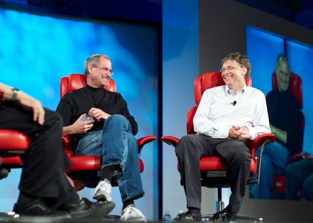 Steve Jobs junto a Bill Gates, en una entrevista que compartieron en 2007