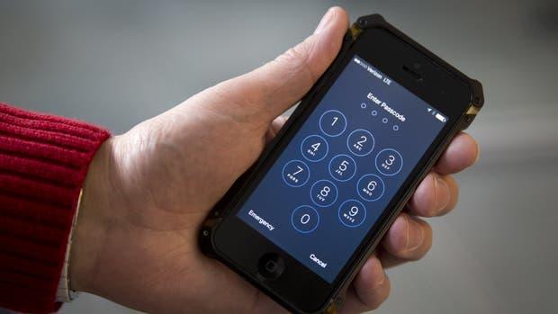 El FBI le solicita a Apple que desarrolle un sistema alternativo para acceder a los contenidos encriptados en el iPhone del atacante del tiroteo de San Bernardino