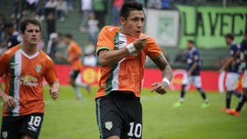 Sarmiento celebra su gol