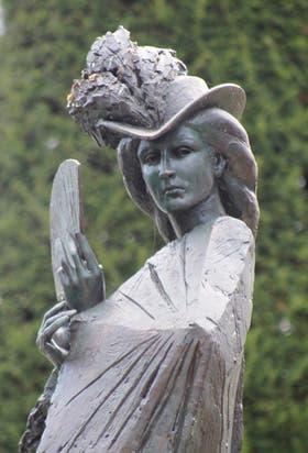 La estatua de Sisi, en la rotonda de Mont-Blanc