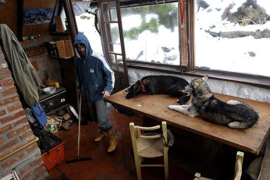 Es prestador de servicios turísticos invernales alternativos, como son los paseos en trineos y travesías con raquetas por la nieve. Foto: LA NACION / Alfredo Sánchez