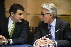 La conferencia de prensa de Galuccio (iz) y Moshiri (de) se extendió una hora
