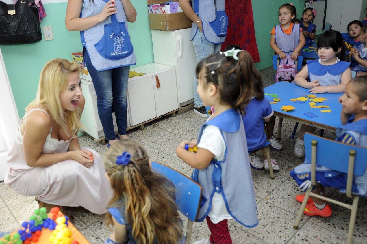 Jésica Cirio visitó un jardín de infantes en La Matanza