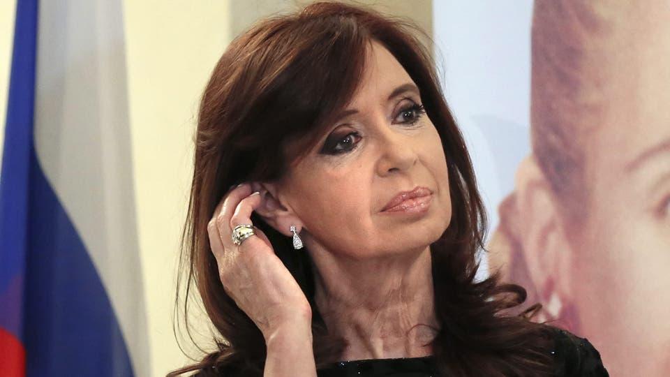 Cristina Kirchner criticó el anuncio de Macri de bajar la planta política