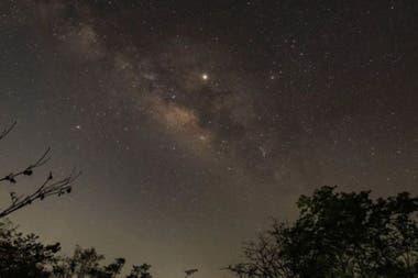 Júpiter será uno de los astros más visibles durante este mes, solo superado por Venus y la Luna