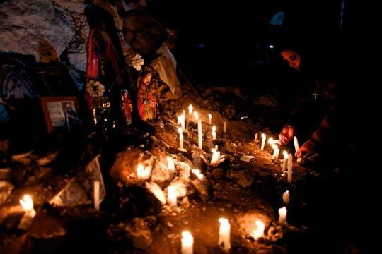En los alrededores de la mina, los familiares esperan el momento del rescate. Foto: LA NACION / Aníbal Greco