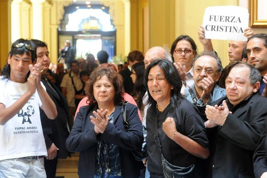 La familia Kirchner recibe el afecto de la gente. Foto: Presidencia de La Nación