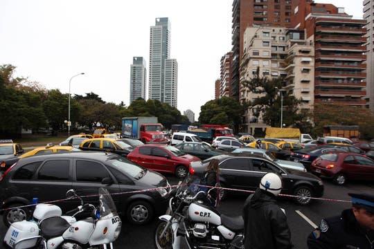 El corte que ya lleva varias horas provocó un gran caos de tránsito en la zona. Foto: LA NACION / Aníbal Greco