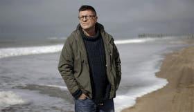 Saccomanno escribió en estas playas Cámara Gesell , una apasionante novela sobre el lado oscurot de la sociedad argentina
