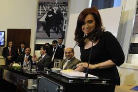 Cristina Kirchner anunció hoy un acuerdo millonario para renovar la flota de trenes de las líneas Sarmiento y Mitre