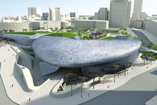 Símbolo arquitectónico. El Dongdaemun Design Plaza, diseñado por la iraní Zaha Hadid, estará terminado en 2014. Foto: Corbis