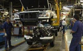 Una planta automotriz en plena producción
