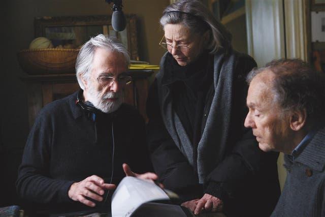 Jean-Louis Trintignant y Emmanuelle Riva, atentos a las indicaciones del director